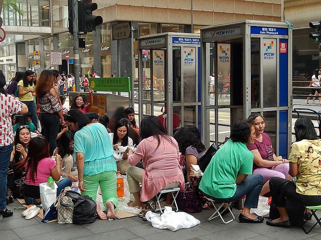 香港滞在の外国人家政婦の最低賃金、5年連続の引き上げ