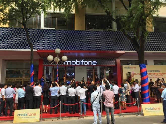モビフォン、初のIT製品小売店をホーチミンにオープン