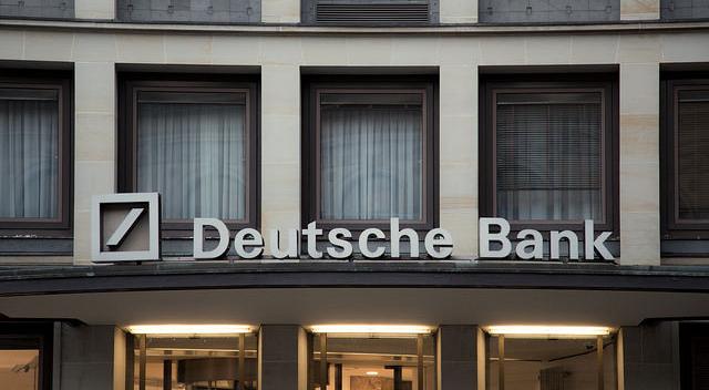 ドイツ銀が組織再編へ、投資銀行部門は分割
