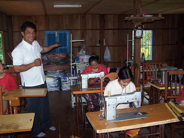 カンボジア縫製労働者の新最低賃金は9.4%アップの140ドルに