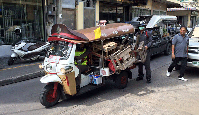 バンコク都内の警察がトゥクトゥク、観光客からも好評