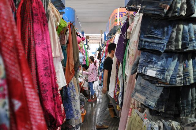 カンボジア、強制捜査によりアパレル商品の模倣品販売、一網打尽