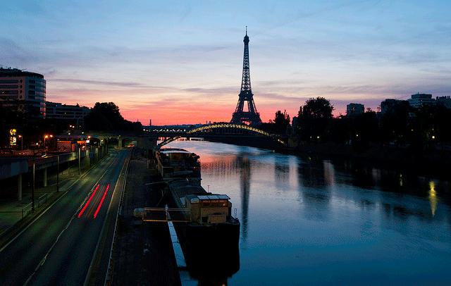 フランス同時多発テロ、観光地は次々と閉鎖、日系企業にも影響及ぶ