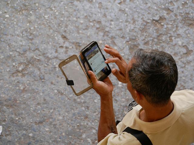 ミャンマーでスマホが普及! 企業がSNSでの情報発信を開始