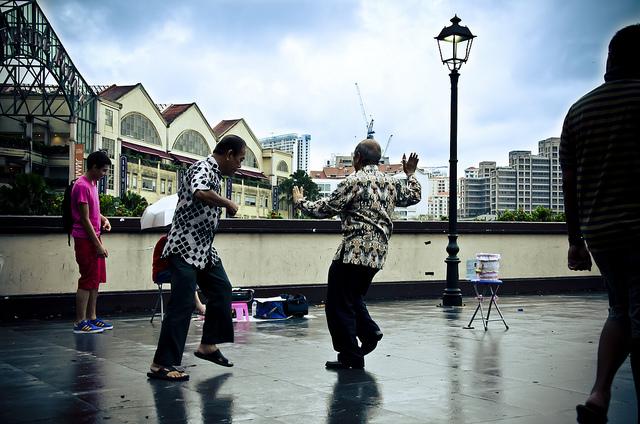 シンガポールの健康寿命、男性73.1歳、女性77.7歳