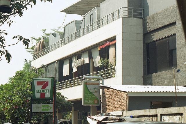 インドネシア・セブンイレブン、アルコール飲料販売禁止で苦戦