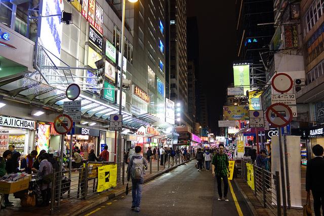 香港の独禁法「競争条例」、スニーカー通りでも価格破壊
