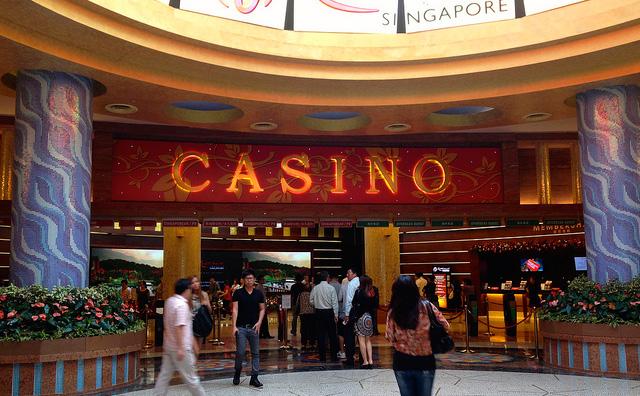 経済減速や観光客減少も、シンガポール・カジノの収益は横ばいで推移