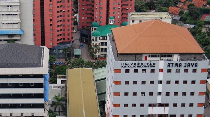 アトマジャヤ大学が2015年度インドネシア国家規格(SNI)金賞を受賞