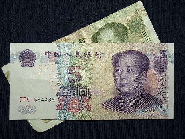 中国の人民元、世界ランキングで6位返り咲き