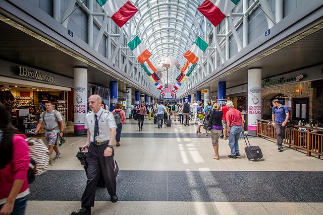 シンガポール、チャンギ空港第4ターミナル、3種の生体認証技術を導入