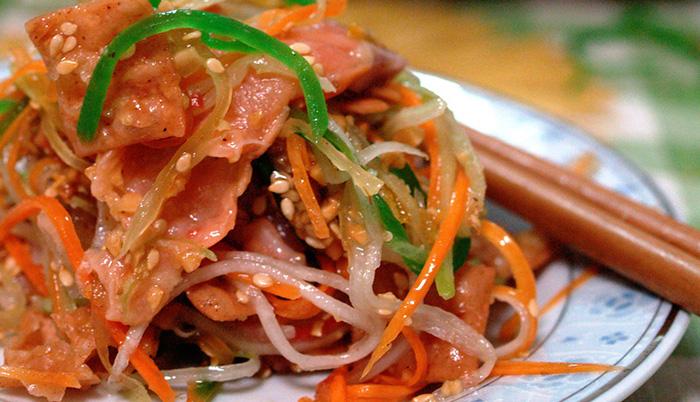 シンガポール、旧正月料理に異変? 生魚なしの「鱼生」も販売