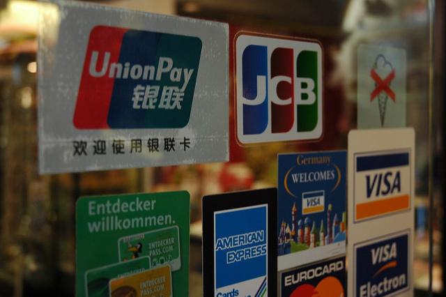 訪日中国人観光客の「爆買い」を支えるクレジットカード