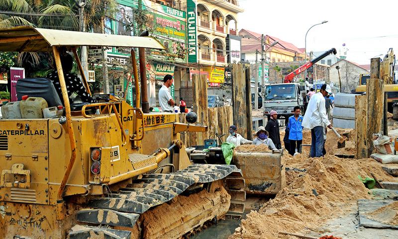 カンボジア、全産業で最低賃金制定へ