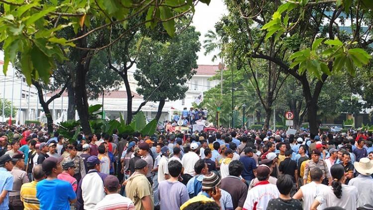 インドネシアのドライバーが、Go-JekやUberなどのサービスに抗議