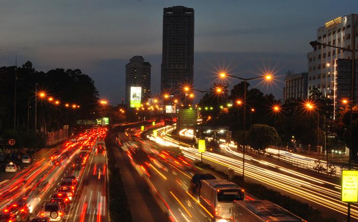 アホック・ジャカルタ知事、高架高速道を無料化する考え