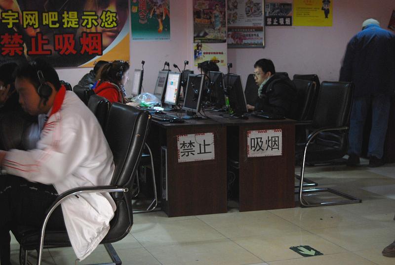 中国のインターネットカフェ業界、チーム型ゲーム需要で再浮上