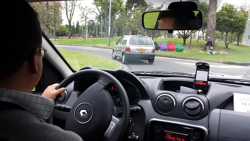 シンガポール、タクシー運転免許の申請件数激減、Uber,Grabの影響