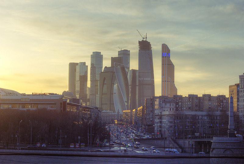 ロシア中銀が10カ月ぶり利下げ、政策金利10.5%に