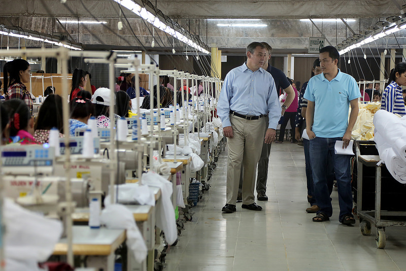 カンボジア政府が縫製分野の賃上げ交渉スケジュールを発表