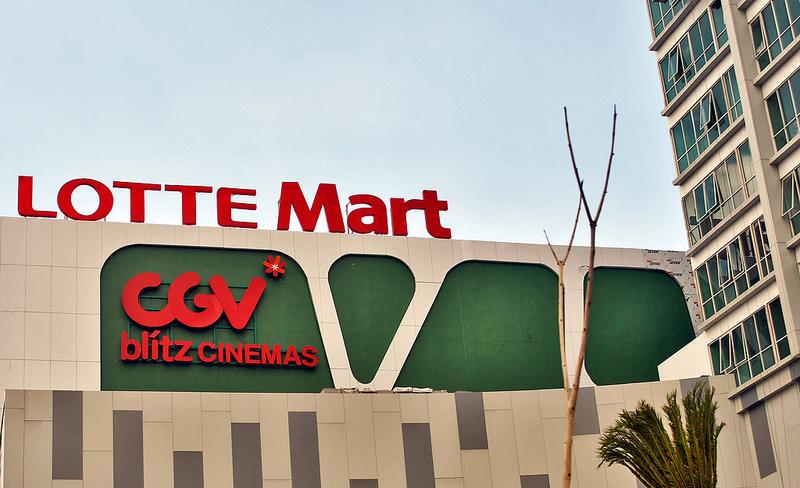 EC時代でも、インドネシアのショッピングモールは依然として大人気
