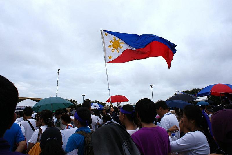 フィリピン:一族の資産疑惑追及に 激怒するドゥテルテ