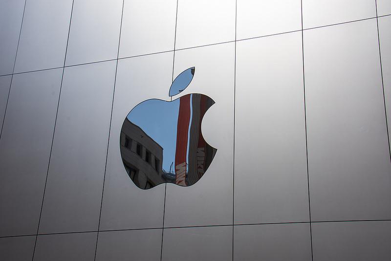 米アップル強気、売上増見込み、ライバルサムスンの失速受け