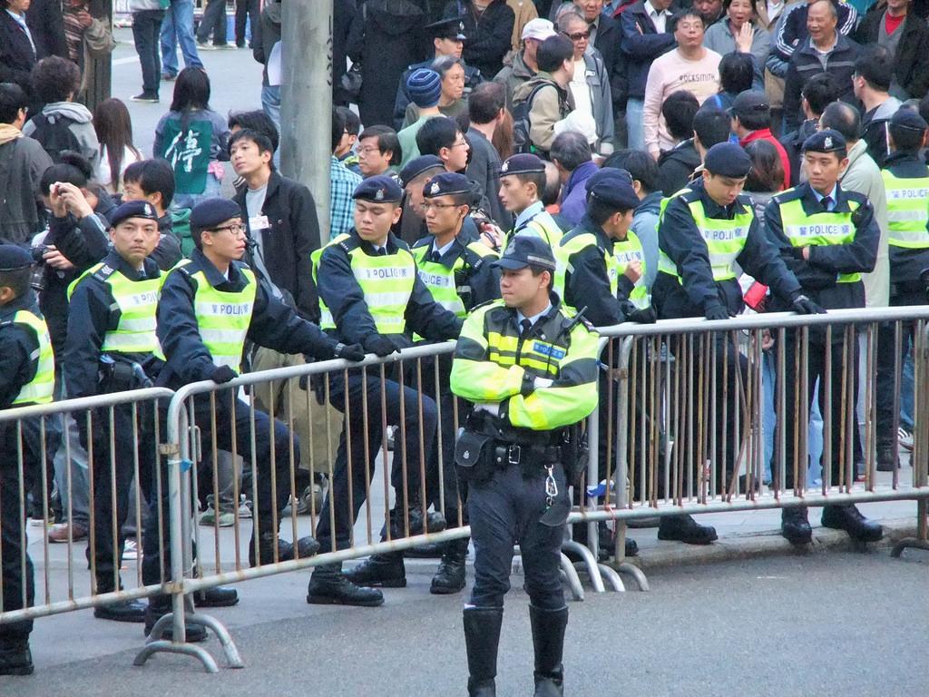 香港デモ、中国市民「勇敢さに感涙」