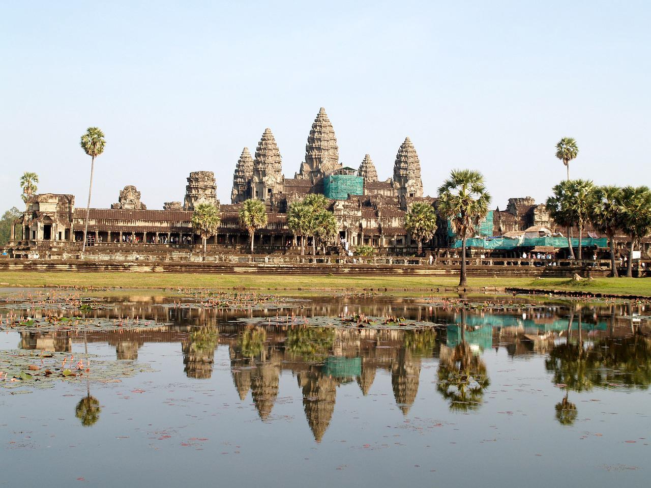 カンボジア・伝統を切り開くサンポット展覧会が開催