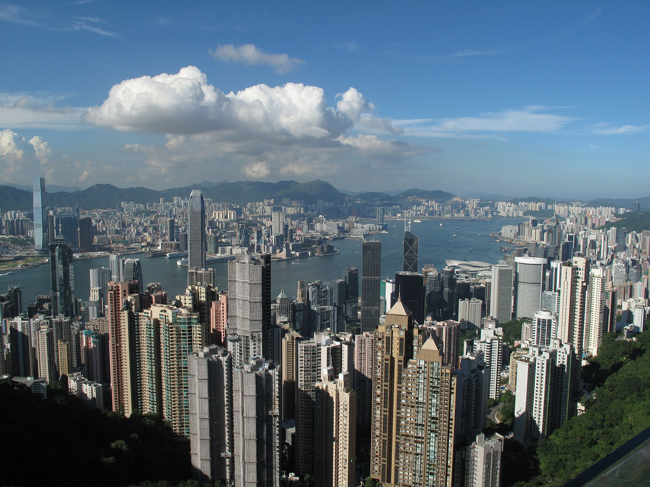 香港の民主派団体「民間人権陣線」が行政長官選挙への抗議デモ