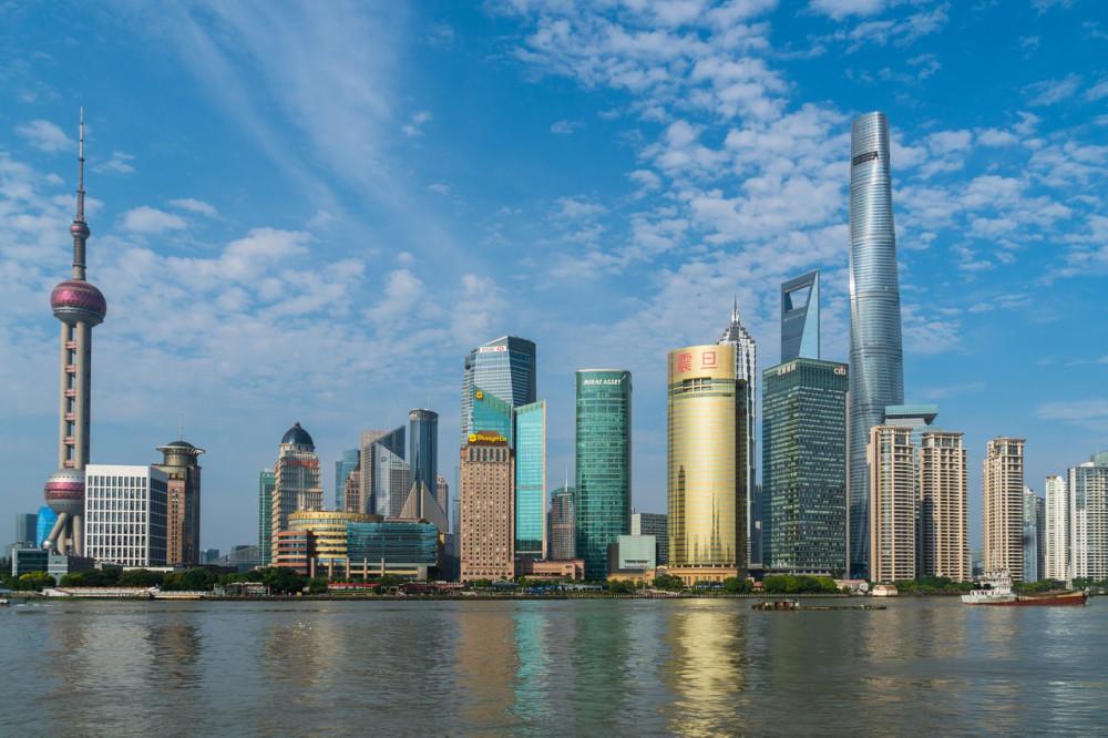 中国:上海で5Gロボット警官導入 監視ますます強化