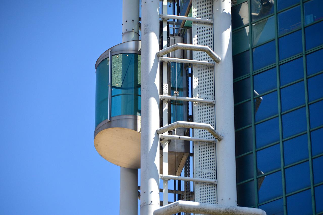 シンガポール製・複合素材使用のエレベーター、第3四半期に出荷開始
