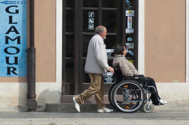 ミャンマー・外国の事業者にも老人介護サービスの事業を許可へ