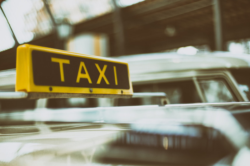 タクシー台数が減少、配車アプリの参入が原因