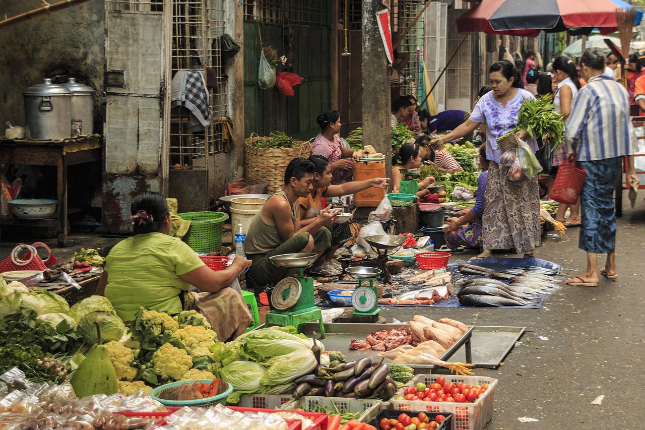 2016年度のミャンマーの貿易赤字額が42億米ドルに