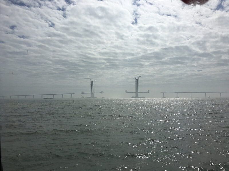 香港と珠海市とマカオを結ぶ「港珠澳大橋」の建設現場で事故、2人死亡か