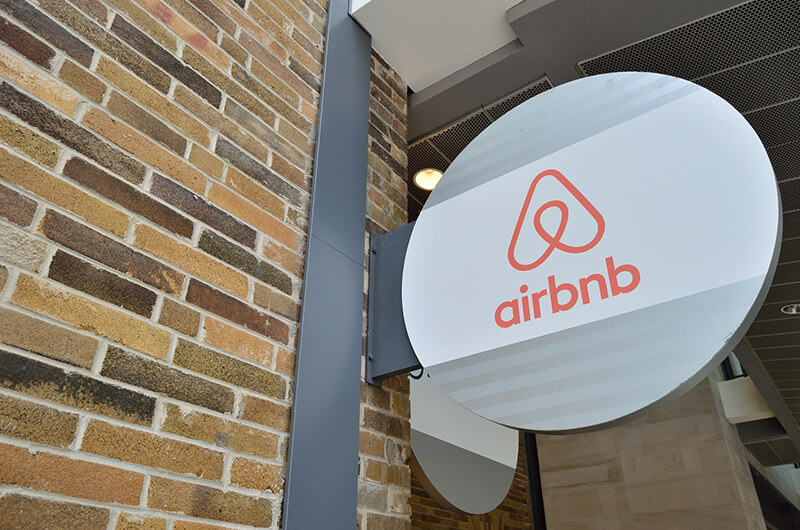Airbnb、無届物件などの取り締まり強化へ。観光庁要請を受け