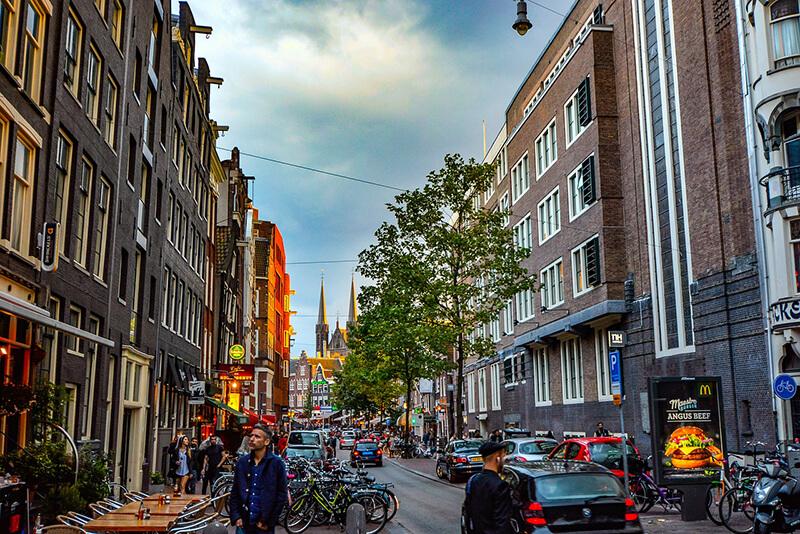 オランダ下院選で自由民主党が第1党維持、極右・自由党は失速