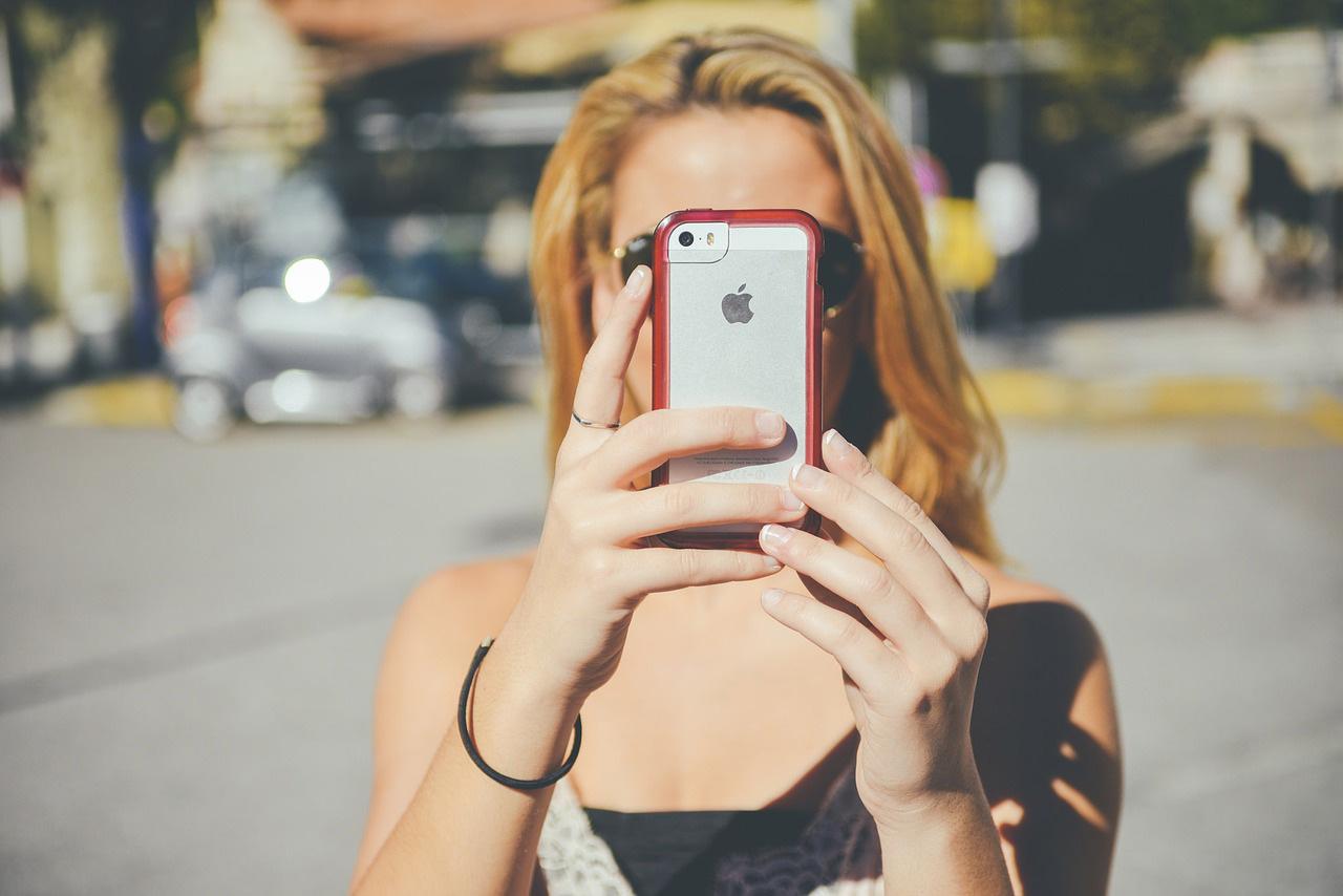 香港市民の【携帯電話】所有台数は平均4.25台!
