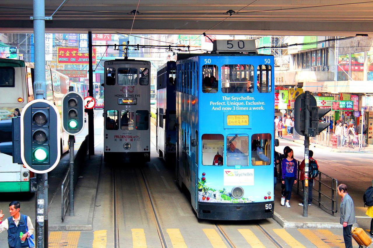 香港のトラム(路面電車)横転事故、いまだ原因わからず