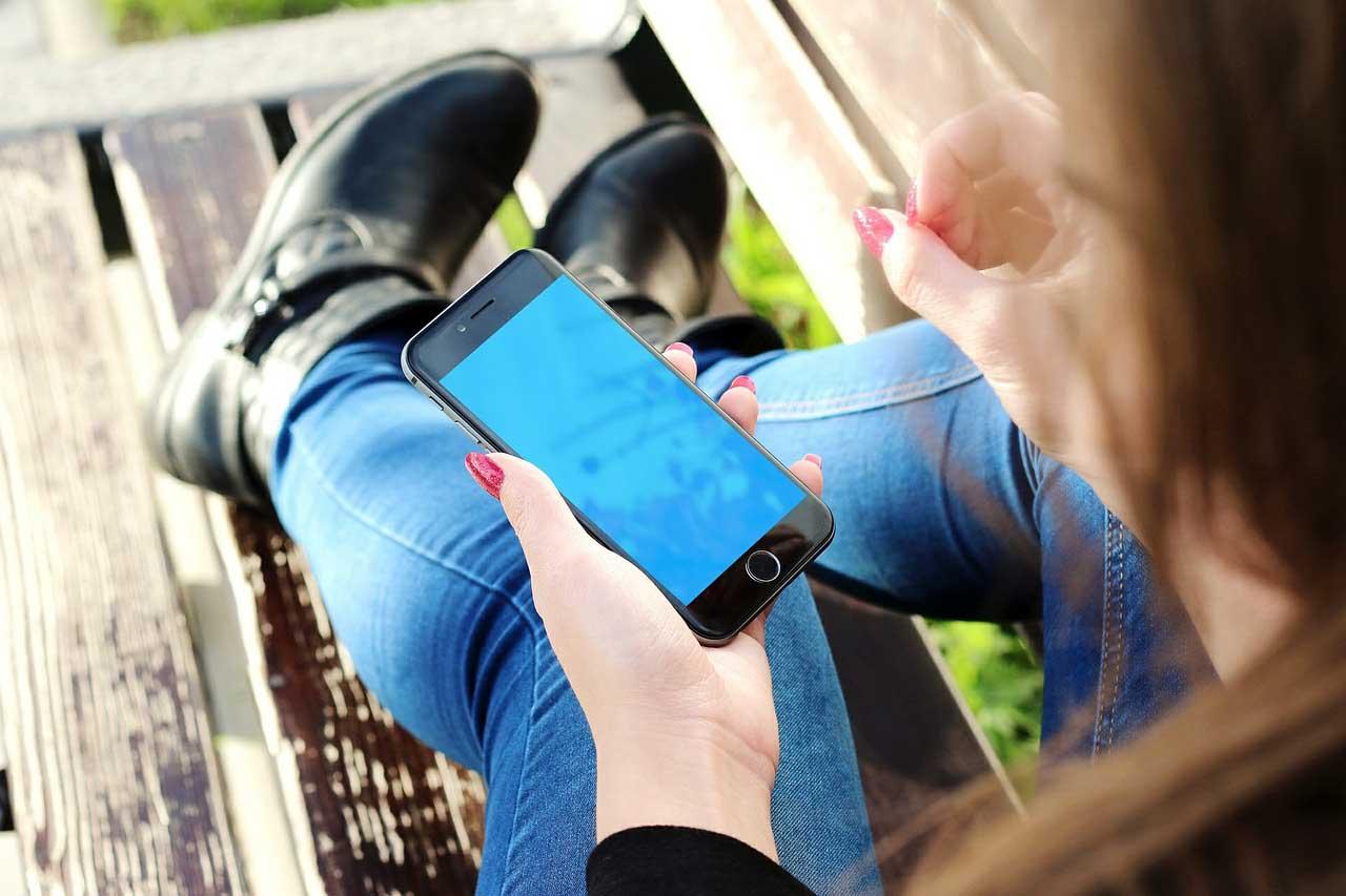 携帯電話番号で銀行口座への振り込みが可能に?=シンガポール