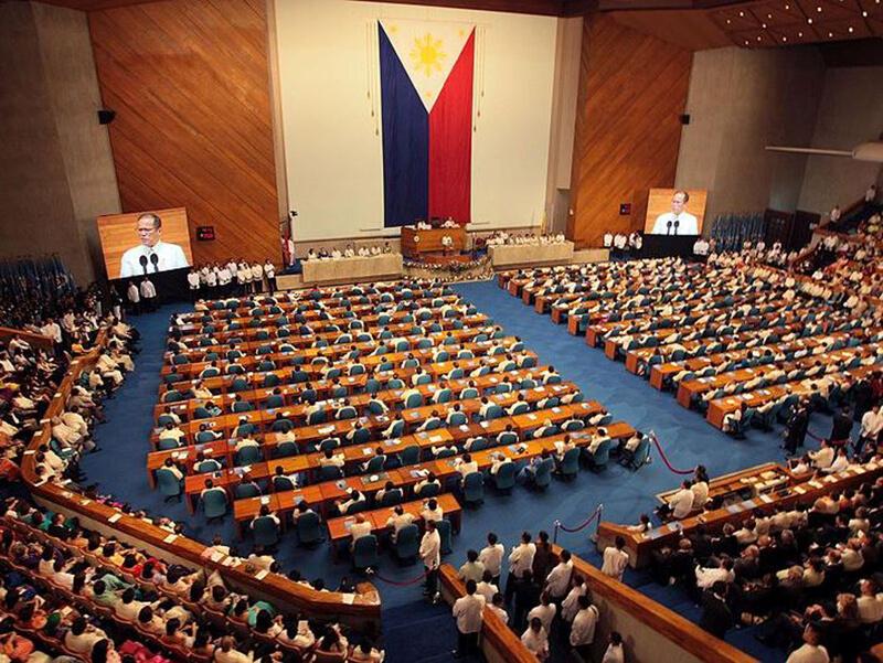 フィリピン: 【行事】 下院で ドゥテルテ与党の離合集散活発化