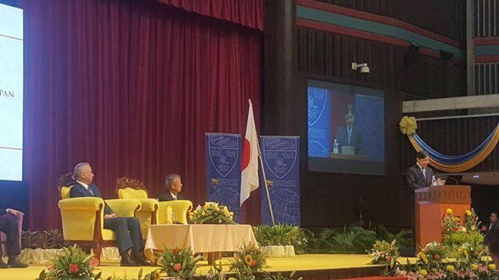 皇太子さまがマラヤ大学でスピーチ。ナジブ首相とのセルフィーも