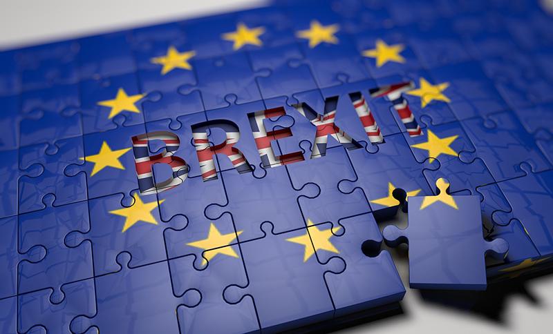 英政府がEU離脱を正式通告、2年後の離脱へ秒読み開始