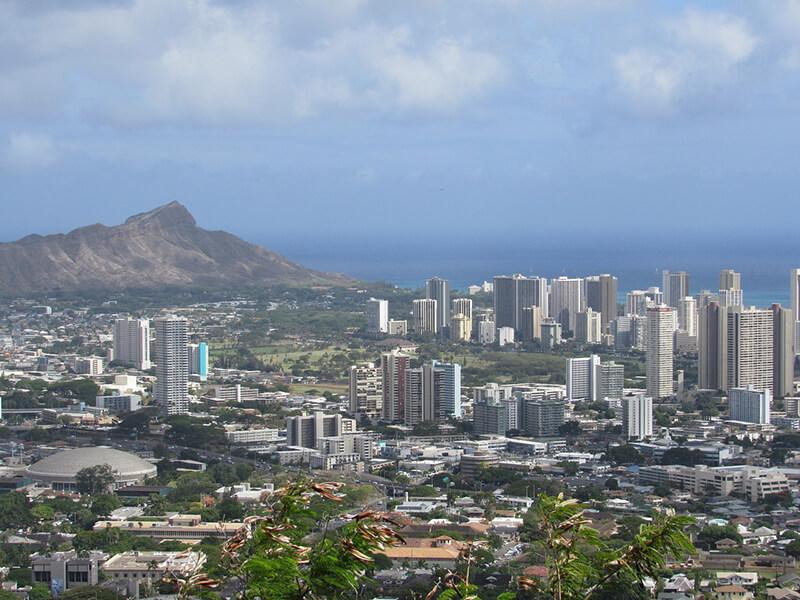 ハワイ経済サミット開催、日本から多数の知事らが参加