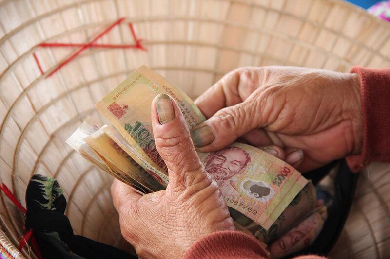 ベトナム・国民の生活水準が上がっても、最低賃金の引き上げは効果を得ず?