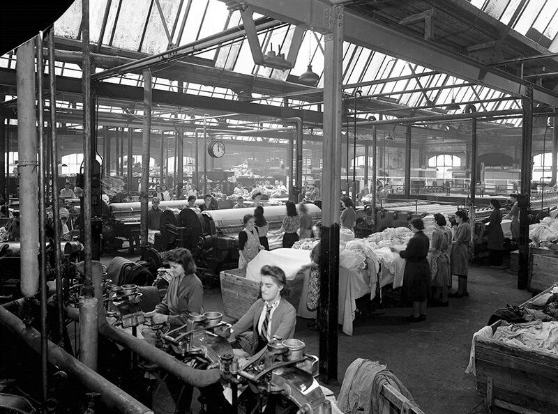 カンボジア・Nike、Asics、Puma関連の工場で働く女性労働者が集団卒倒に苦しむ【前編】