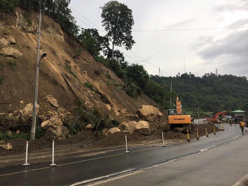 ダバオ市内、ダイバージョン道路で土砂崩れ