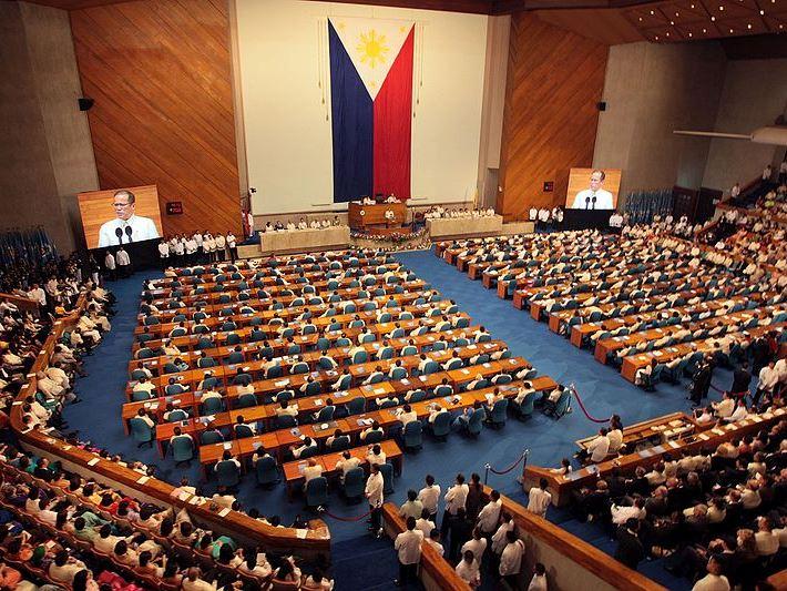 フィリピン・ミンダナオ島の戒厳令、12月末までの延長承認