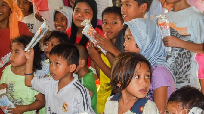 ドゥテルテ大統領、貧困家庭の進学を支援する法案に署名